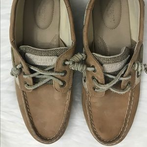 Ladies Sperry Shoes